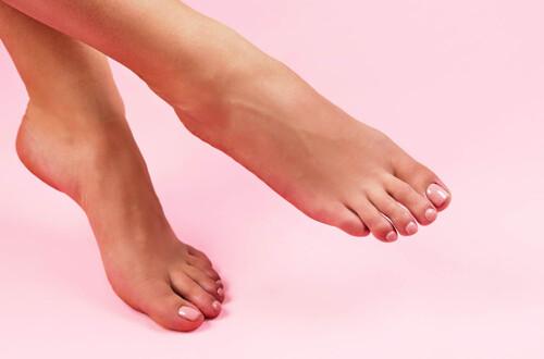 Feet Nail Polish Application at home